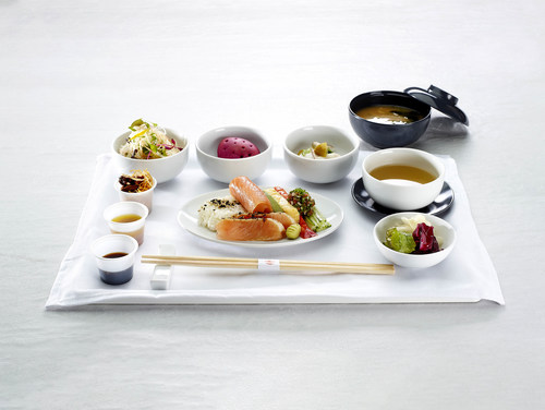 Air Canada s'associe au réputé chef canadien Antonio Park pour élargir son offre de repas à bord de ses vols sur l'Asie et l'Amérique du Sud (Groupe CNW/Air Canada)