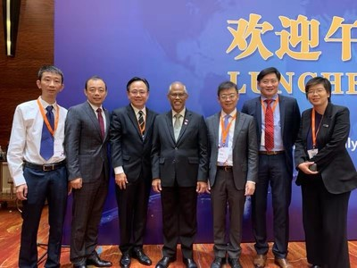 4th from left is Mr. Masagos Zulkifli, Minister for the Environment and Water Resources of Singapore and Co-Chairman of SLETC, 2nd from left is Mr. Frank Wang, Chairman of Biosyngen, 3rd from right is Dr. Victor Li, CEO of Biosyngen.