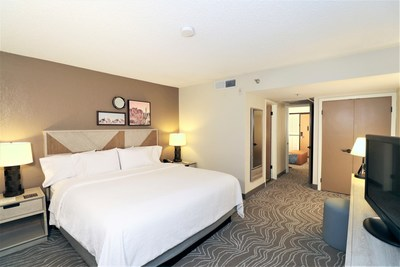 Guestroom at the Embassy Suites By Hilton Phoenix Tempe hotel (CNW Group/American Hotel Income Properties REIT LP)