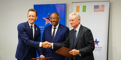 MCC CEO Sean Cairncross (left), Secretary General to the President of Côte d'Ivoire Minister Patrick Achi (middle), and Bechtel's Regional President of Africa Sir James Dutton (right) at the signing ceremony in Abidjan, Côte d'Ivoire.