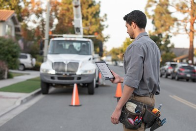 Field Service Dispatch makes it easy for dispatchers to efficiently schedule and communicate job information to technicians and customers throughout the day, in near-real time.