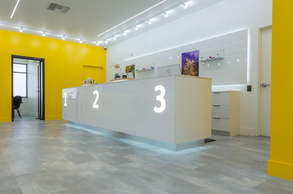 Fluent's sleek and modern dispensaries (CNW Group/Cansortium Inc)