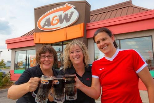A&W Canada et Christine Sinclair convient les Canadiens au Rendez-vous A&W pour stopper la SP (Groupe CNW/Services alimentaires A&W du Canada Inc.)