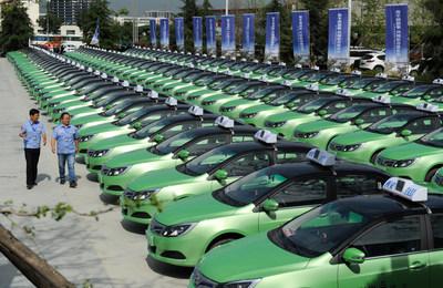 Xi'an lanza 200 taxis eléctricos, con miras a reemplazar la gasolina por energía limpia para 2019. (PRNewsfoto/Xi'an Municipal Government)