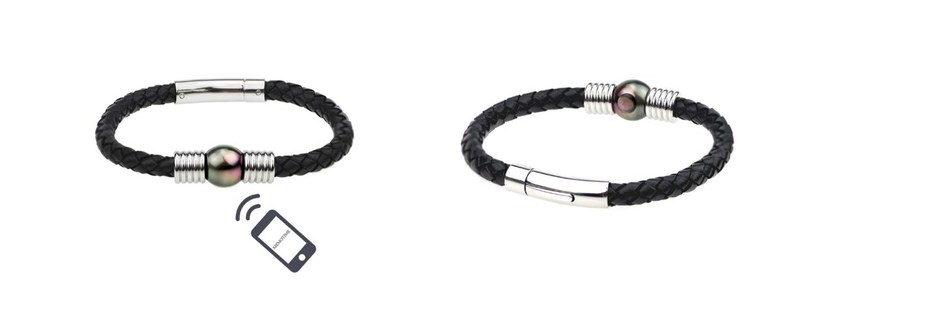 Bracelet with a 'Memotime Pearl' by Gyso Pearls & Jewellery Ltd. In addition to leather cords, the bracelet line also has a stingray version
