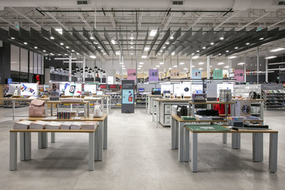 Staples Canada opens the Working and Learning Store concept in Oakville, featuring a new coworking space, thousands of new products and elxr juice lab (CNW Group/Staples Canada ULC)