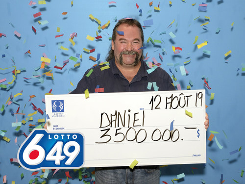 M. Daniel Lavoie, gagnant de 3,5 millions de dollars au Lotto 6/49 (Groupe CNW/Loto-Québec)