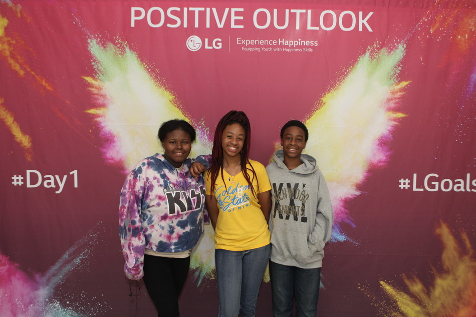 The Life's Good Experience Happiness Program in partnership with Inner Explorer, Project Happiness and Soul Pancake kicked off at  Kenwood Middle School in Clarksville, Tennessee