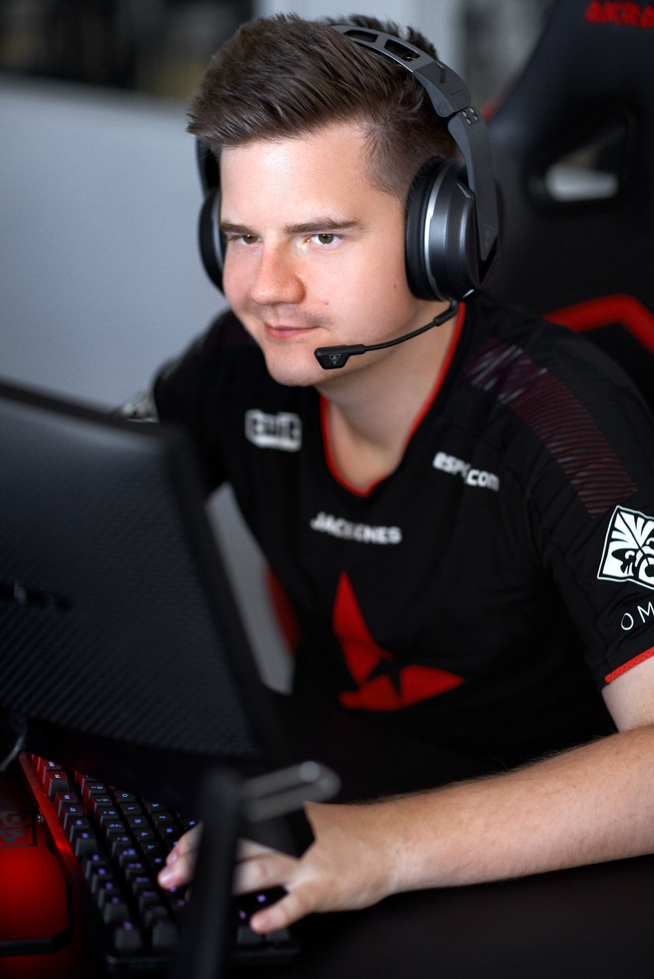 """Turtle Beach's all-new Elite Atlas Aero, the ultimate wireless gaming headset for PC gamers and streamers, being worn by Astralis' Peter """"dupreeh"""" Rothmann"""