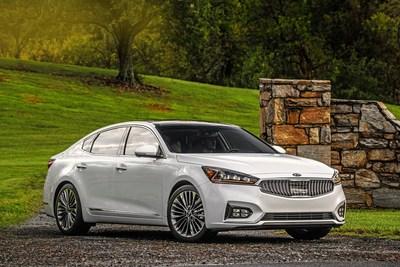 El Kia Forte y el Kia Cadenza ganan el Premio de Satisfacción con el Vehículo de AutoPacific (PRNewsfoto/Kia Motors America)