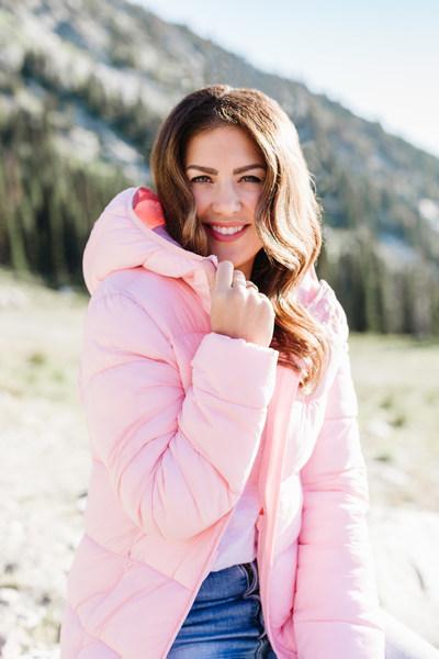 Jillian Harris portant la veste Jilly (Groupe CNW/Loblaw Companies Limited - Joe Fresh)