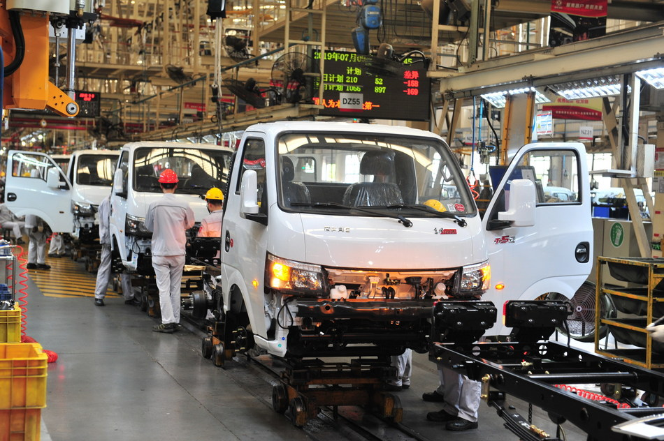 Dongfeng trucks achieve mass production in Xiangyang.