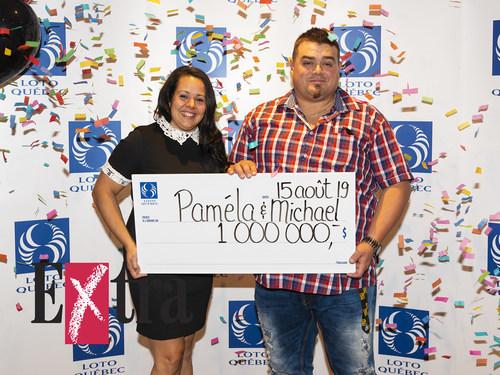 Paméla Fradette et Michael Lapointe, gagnants du gros lot de 1 000 000 $ au tirage de l'Extra du 2 août (Groupe CNW/Loto-Québec)