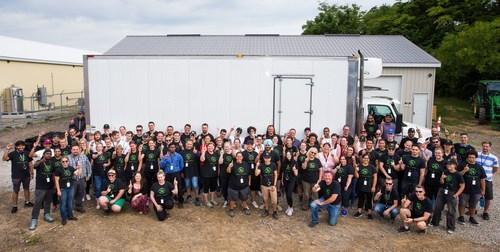 L'équipe TGOD de Hamilton célèbre la première livraison de cannabis destinée à l'Ontario Cannabis Store. (Groupe CNW/The Green Organic Dutchman Holdings Ltd.)