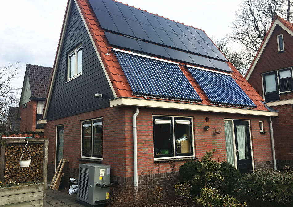 The photo shows the application of PHNIX R32 Inverter EVI Heat Pump in Northern Europe.