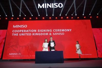 The representatives of MINISO and British partner