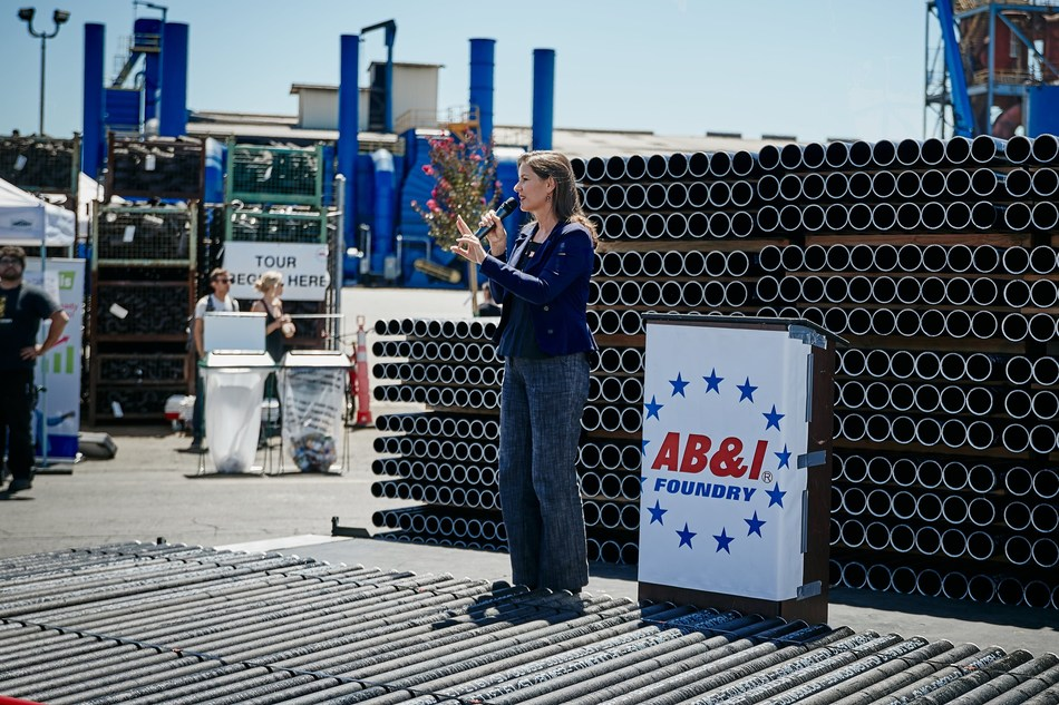 Oakland Mayor Libby Schaaf recognizes AB&I Foundry for the 113 years of economic and philanthropic contribution to the community.