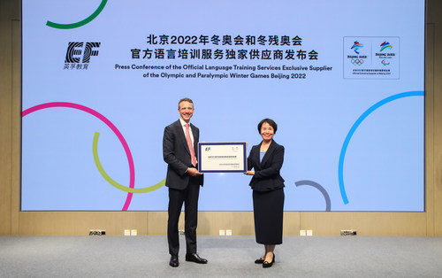 EF Education First China CEO, Jacob Toren, and Secretary General of the Beijing 2022 Organising Committee, Han Zirong at the signing ceremony for EF's appointment as the first Official Exclusive Supplier for Beijing 2022. (PRNewsfoto/EF Education First)