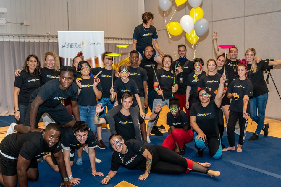 Invited by Sun Life Global Investments, young people from the Boys and Girls Club from Longueuil took part in an exclusive camp at Cirque du Soleil headquarters today, and were given the opportunity to test their acrobatic skills. (CNW Group/Sun Life Global Investments (Canada) Inc.)
