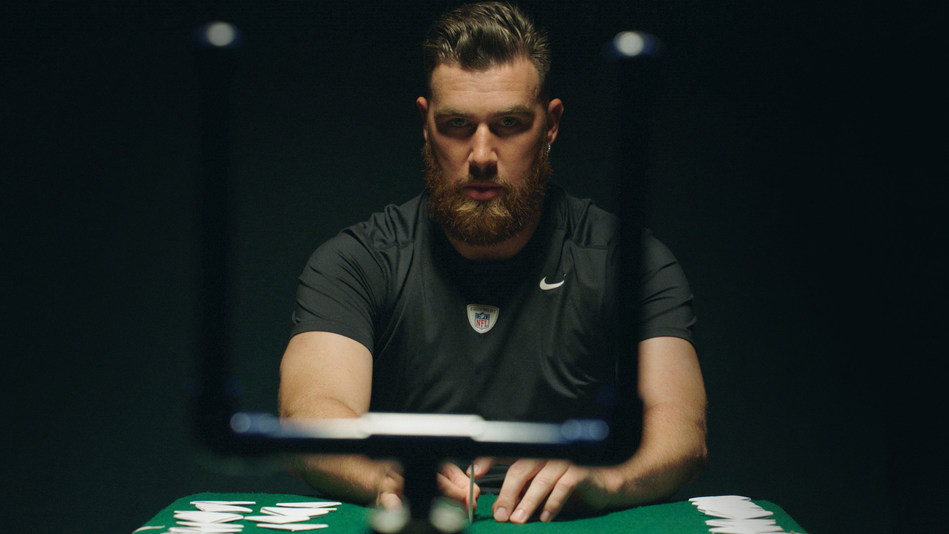 Travis Kelce Concentrates on Uprights During Inaugural Pepsi Paper Football Championship