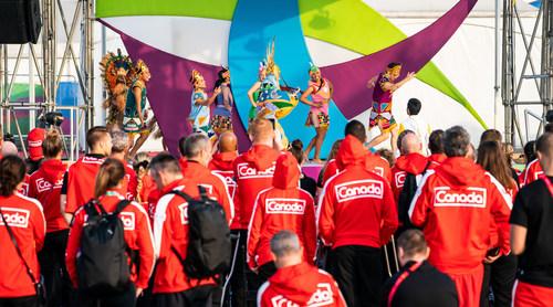 L'équipe parapanaméricaine canadienne assiste à une prestation pendant la cérémonie d'accueil de l'équipe au Village des athlètes jeudi. PHOTO: Comité paralympique canadien (Groupe CNW/Canadian Paralympic Committee (Sponsorships))