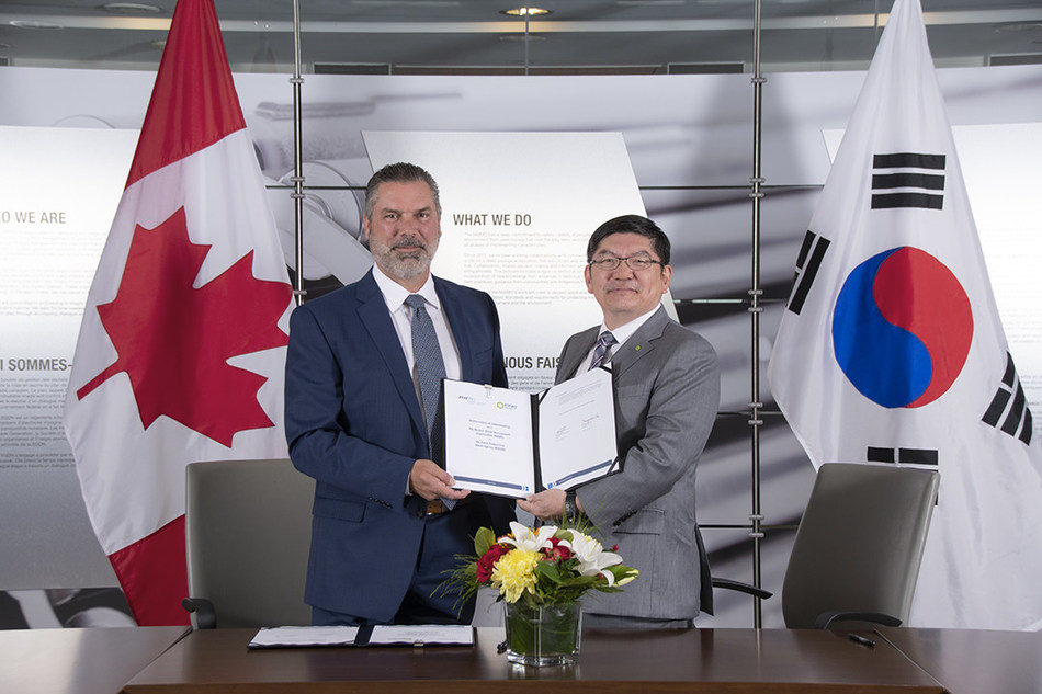 Derek Wilson, Chief Engineer and Vice-President of Contract Management of the NWMO, and Dr. Sung-Soo Cha, President and CEO of KORAD (CNW Group/Nuclear Waste Management Organization (NWMO))