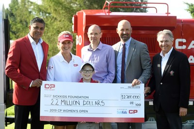 CP's Executive Vice-President and Chief Financial Officer Nadeem Velani is joined by Golf Canada CEO Laurence Applebaum, Golf Canada President Charlie Beaulieu and Canadian golf hall of famer and CP Ambassador Lorie Kane to present a record-breaking cheque to SickKids President and Chief Development Officer Kevin Goldthorp and CP Child Ambassador Kyle Hayhoe. (CNW Group/Canadian Pacific)