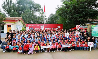 Yum China's senior management, One Yuan Donation program partner, and volunteers visited Xia Zhongtan Elementary School in Gansu