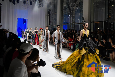 Fashion Qingdao Master Show at Qingdao Film & TV Design Week (PRNewsfoto/Qingdao Government)