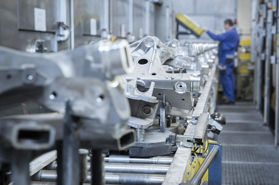 BENTELER is a leading global partner in the automotive industry. Pictured: At the plant in Schwandorf, Germany, aluminium chassis parts are processed.