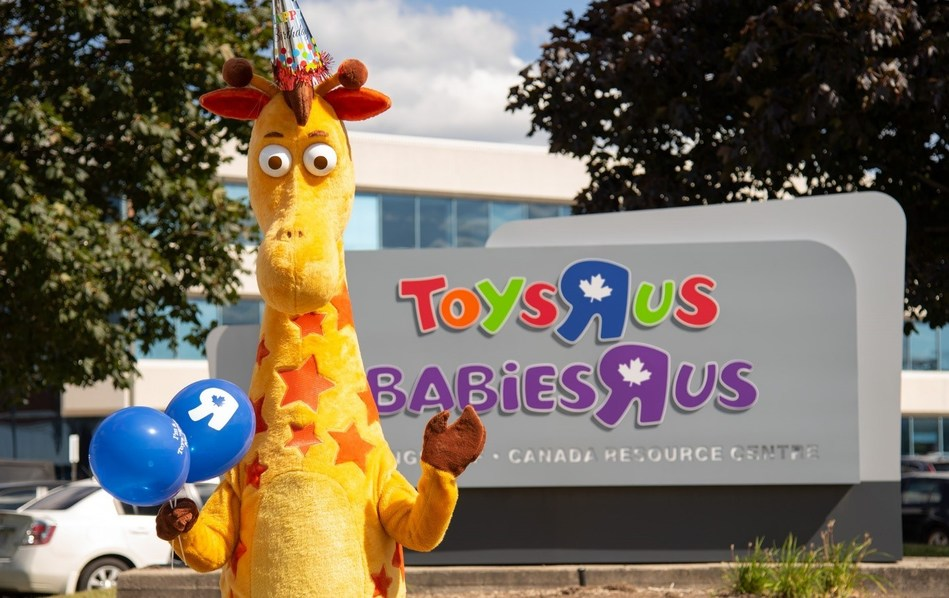 """Toys""""R""""Us Canada marks Geoffrey the Giraffe birthday in a month-long campaign with the largest contest and most extensive lineup of events in recent memory (CNW Group/Toys """"R"""" Us (Canada) Ltd.)"""