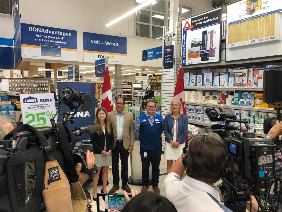 Lowe's Canada announces that starting today, its Lowe's, corporate RONA and Reno-Depot stores across Ontario will offer 25% (up to 500$) off the purchase price of a selection of energy saving products in store. This discount is being offered pursuant to the new Energy Rebates Saving program. The announcement was made in the presence of Carol Crystal, Merchandising Vice-President at Lowe's Canada, Ali Ehsassi, Member of Parliament for Willowdale, Bill Goguen, Regional Vice-President of Operations at Lowe's Canada and federal Minister of Environment and Climate Change, the Honourable Catherine McKenna. (CNW Group/Lowe's Canada)