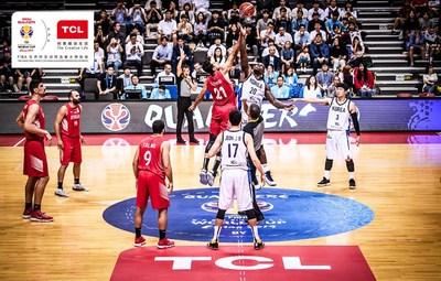 A TCL está orgulhosa de patrocinar a Copa do Mundo de Basquete da FIBA 2019, que acontecerá de 31 de agosto a 15 de setembro na China (PRNewsfoto/TCL Electronics)