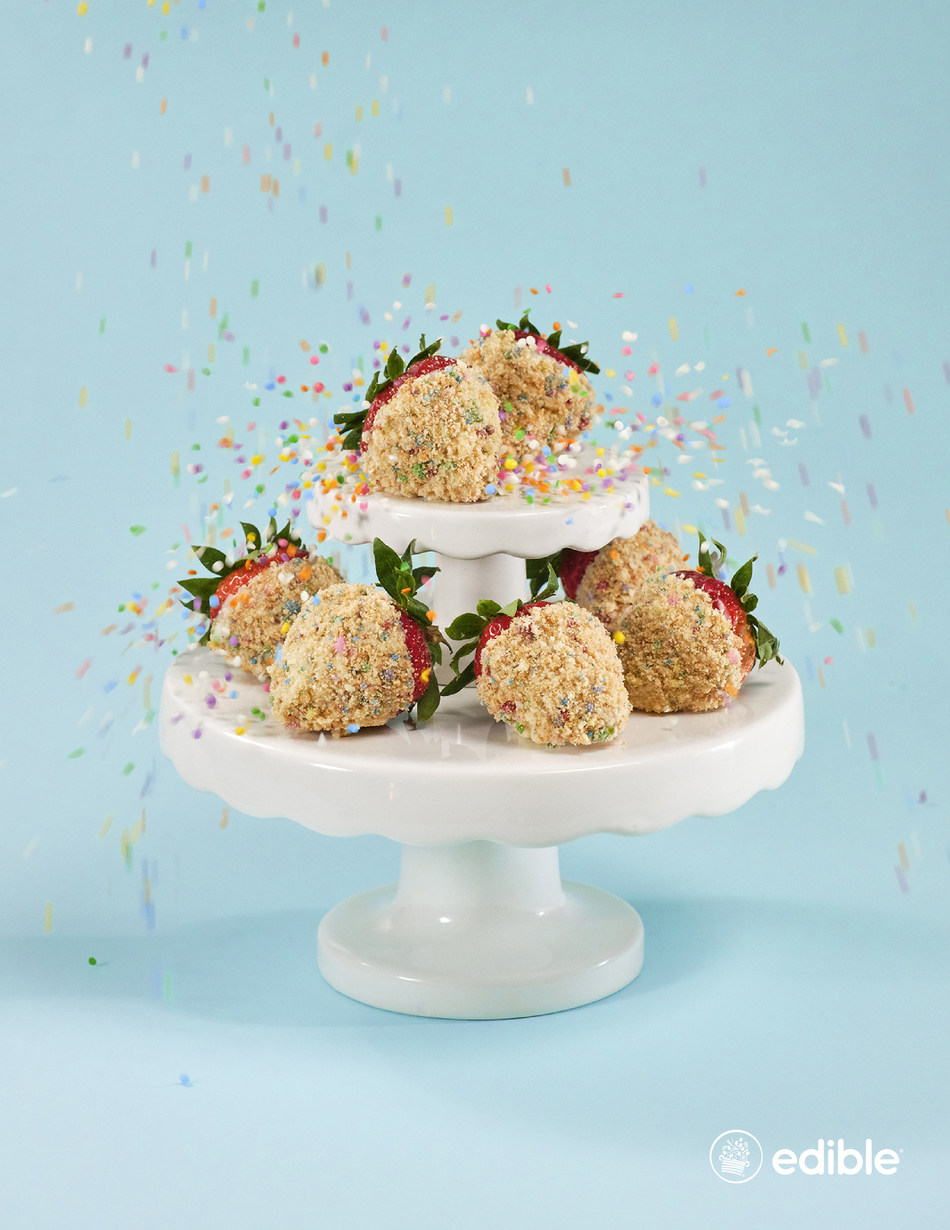 As part of their new birthday collection, Edible Arrangements offers the Happy Birthday Box featuring NEW Confetti Berries.