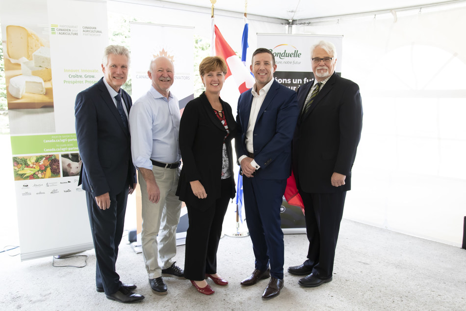 From the left to the right : Daniel Vielfaure, Deputy CEO of Bonduelle Group and CEO of Bonduelle Americas, Denis Paradis, Member of Federal Parliament for Brome-Missisquoi, Marie-Claude Bibeau, Minister of Agriculture and Agri-food Canada, Mark McNeil, CEO of Bonduelle Americas Long Life, and David Shambrock, General Manager of Canadian Food Innovators. (CNW Group/Bonduelle Americas)