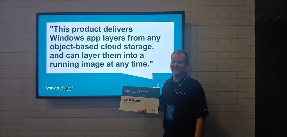 """Jason E. Smith receives the Gold award in the Digital Workspace category at the """"Best of VMworld 2019"""" Awards"""