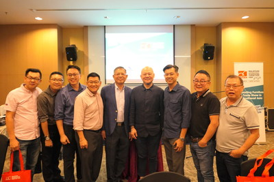 Dato' Tan Chin Huat, Dr Eric Leong and industry representatives from Penang meet and network during the dinner
