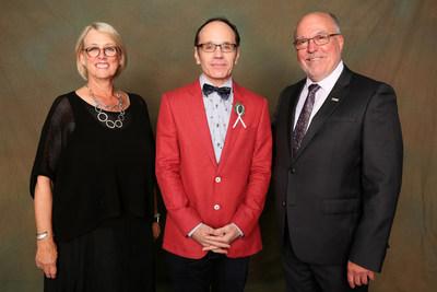 Johanne Jean, présidente de l'Université du Québec, le professeur Daniel Lemire et André G. Roy, directeur général par intérim de l'Université TÉLUQ (crédit photo : Jocelyn Bernier) (Groupe CNW/Université TÉLUQ)