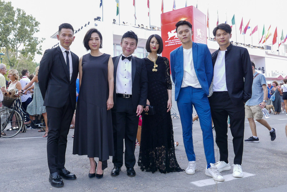 From left: Director Midi Z, Music creative master Kay Huang, HTC VIVE ORIGINALS President Szu-Ming Liu, Japanese contemporary artist Miwa Komatsu, Director Wei-Liang Chiang, Actor Chun-Yao Yao walked on the 76th Venice International Film Festival red carpet.