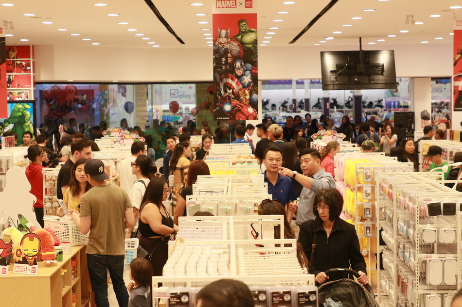 Marvel x MINISO launched in Canada on Aug. 31, attracting a large number of local customers to line up very early in front of the gate.The store was crowded from morning till night.