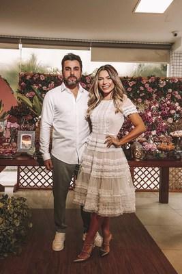 Na foto Mamá Castilho e seu noivo Rafael comemorando na festa de noivado. Fotógrafo- Torin Zanette