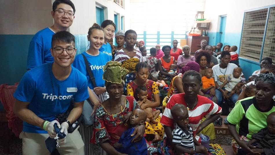 Four Trip.com volunteers visited local clinics and hospitals in Sierra Leone.