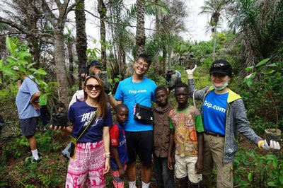 Trip.com volunteers planted trees to improve environmental awareness in Sierra Leone.