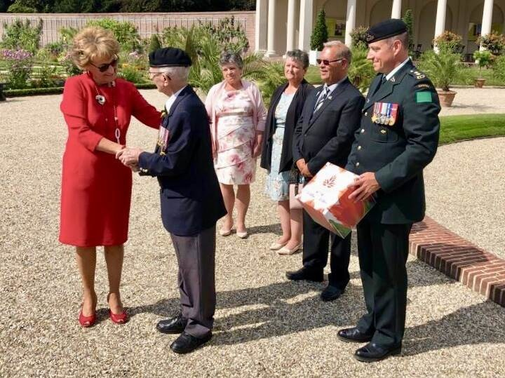Princess Margriet and Veteran Don White (CNW Group/Canadian Tulip Festival)