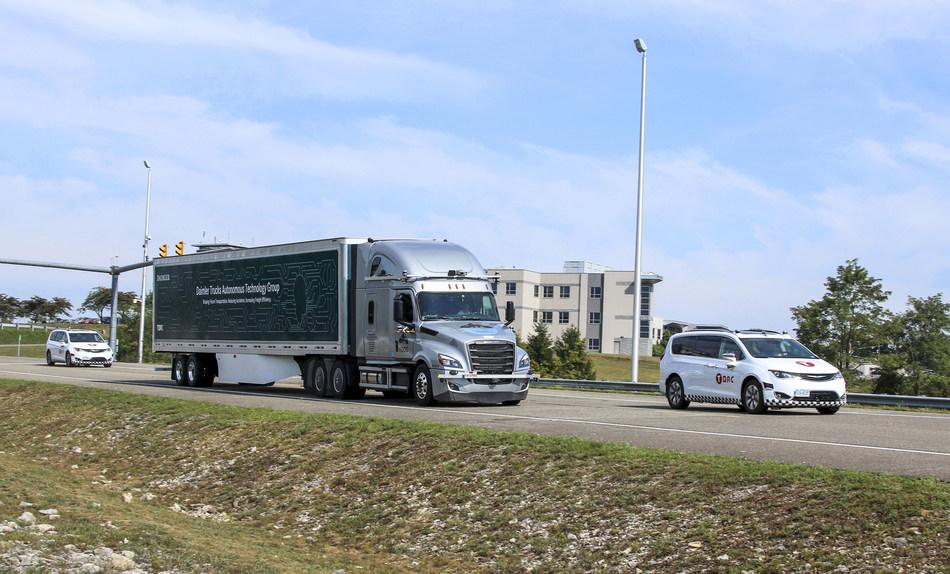 (PRNewsfoto/Daimler Trucks North America LLC)