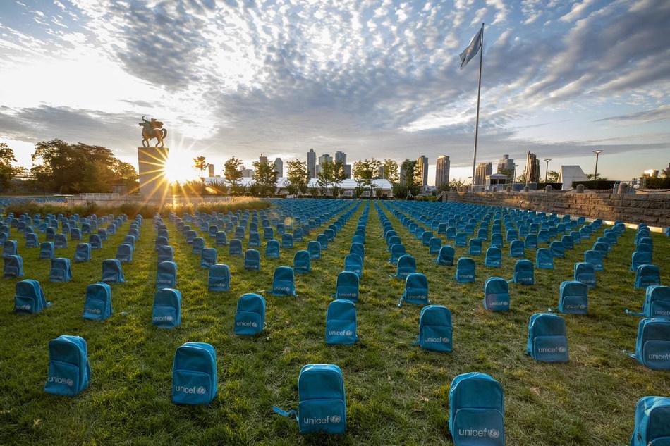 Une installation artistique de l'UNICEF visant à montrer l'ampleur dévastatrice des décès d'enfants dans les zones de conflit en 2018 a été dévoilée le 8 septembre 2019 aux Nations Unies, à New York. © UNICEF/UN0341974/ (Groupe CNW/UNICEF Canada)