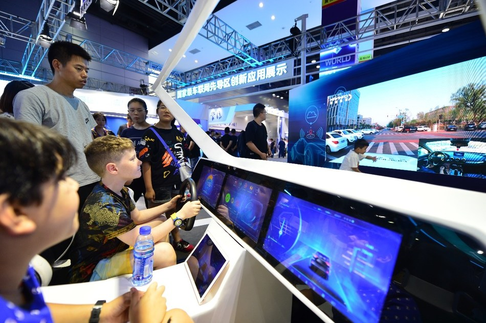 On September 7, at the 2019 World IoT Exposition, children experienced IoV smart driving. (PRNewsfoto/World Internet of Things News C)