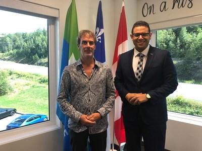 Éric Giguère, maire de Saint-Martin et Samuel Poulin, député de Beauce-Sud (Groupe CNW/Cabinet de la ministre des Affaires municipales et de l'Habitation)