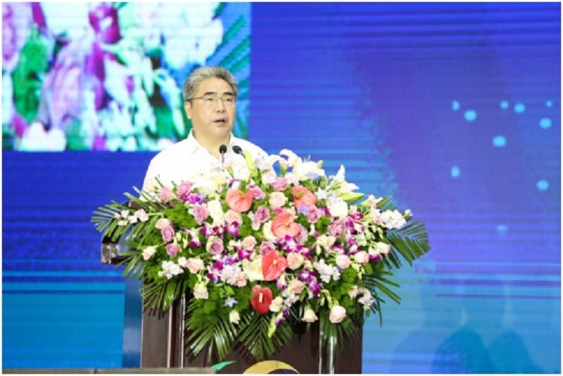 Top head of Lianyungang City is addressing the opening ceremony of the expo on Sept 10.