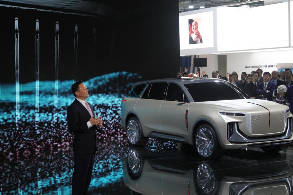 Xu Liuping, presidente de FAW Group, habla en el Salón Internacional del Automóvil (IAA). (PRNewsfoto/Xinhua Silk Road Information Se)